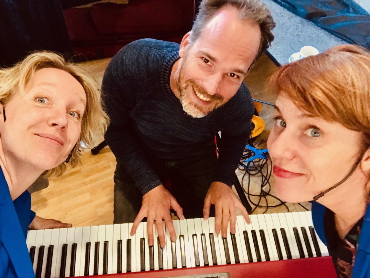 ZieZus speelt Musicals op Maat en muzikaal improvisatiecabaret voorstellingen op locatie