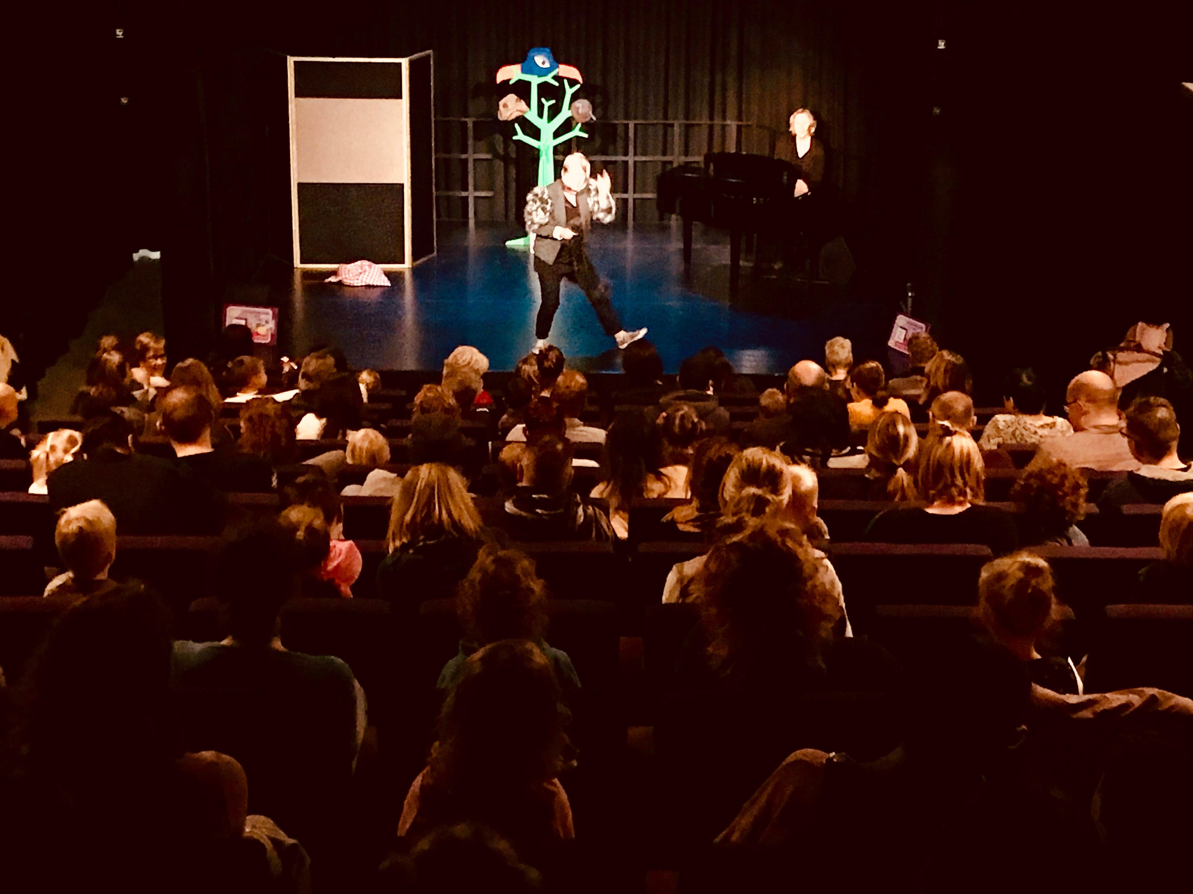 Kindervoorstelling ZieZus Nieuwe Bibliotheek Almere Nationale Voorleesdagen EEN HUIS VOOR HARRY interactief meespelen peuters kleuters IMG_7120