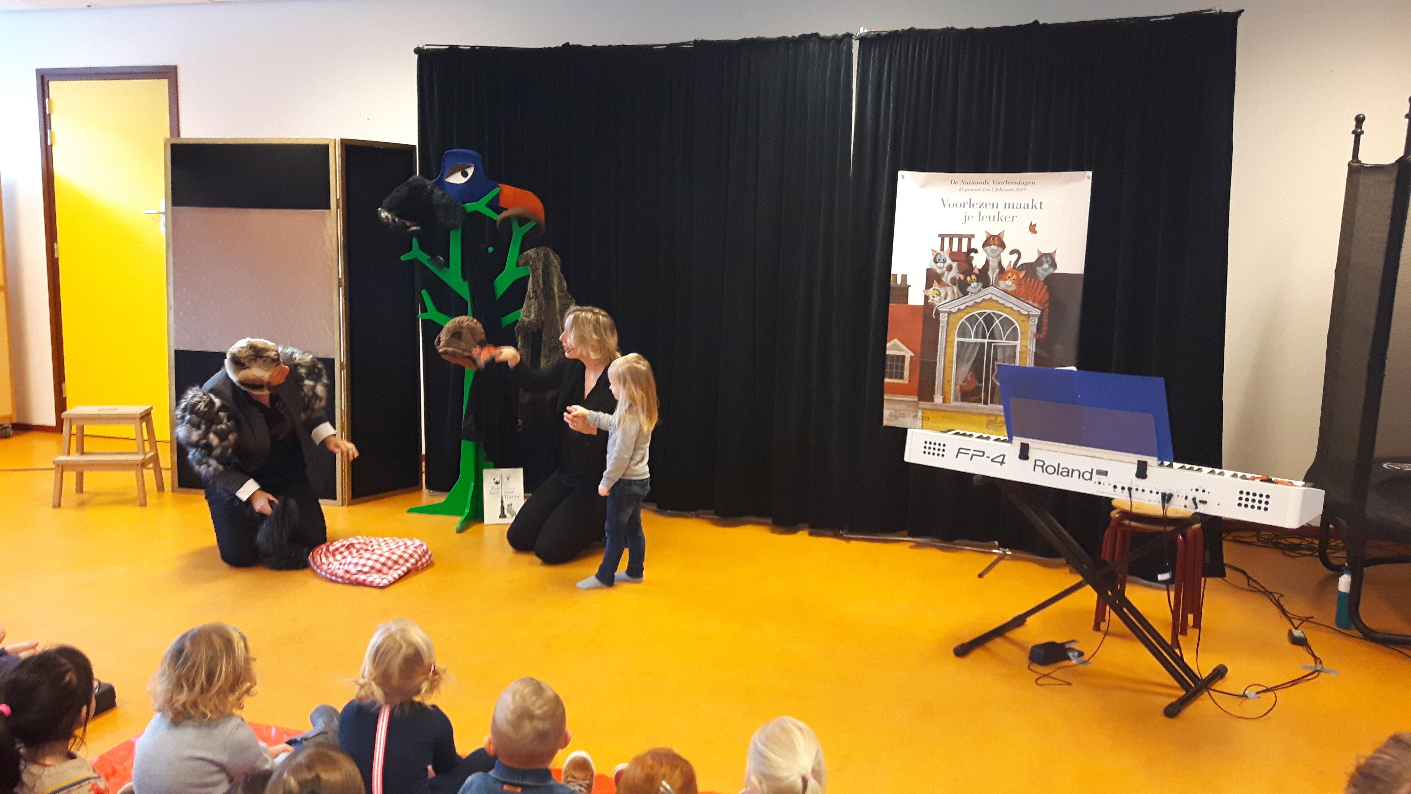 Nationale Voorleesdagen voorstelling kindervoorstelling ZieZus Een Huis Voor Harry meepspelen Leo Timmers