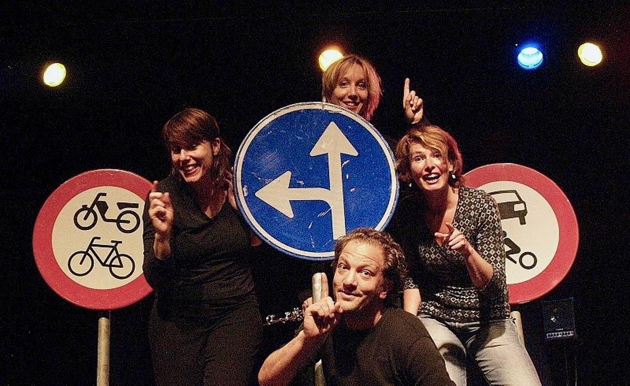 Spelers van ZieZus: Hannah Borst, Irene van der Aart, Mathieu van den Berg en Jelke Smit