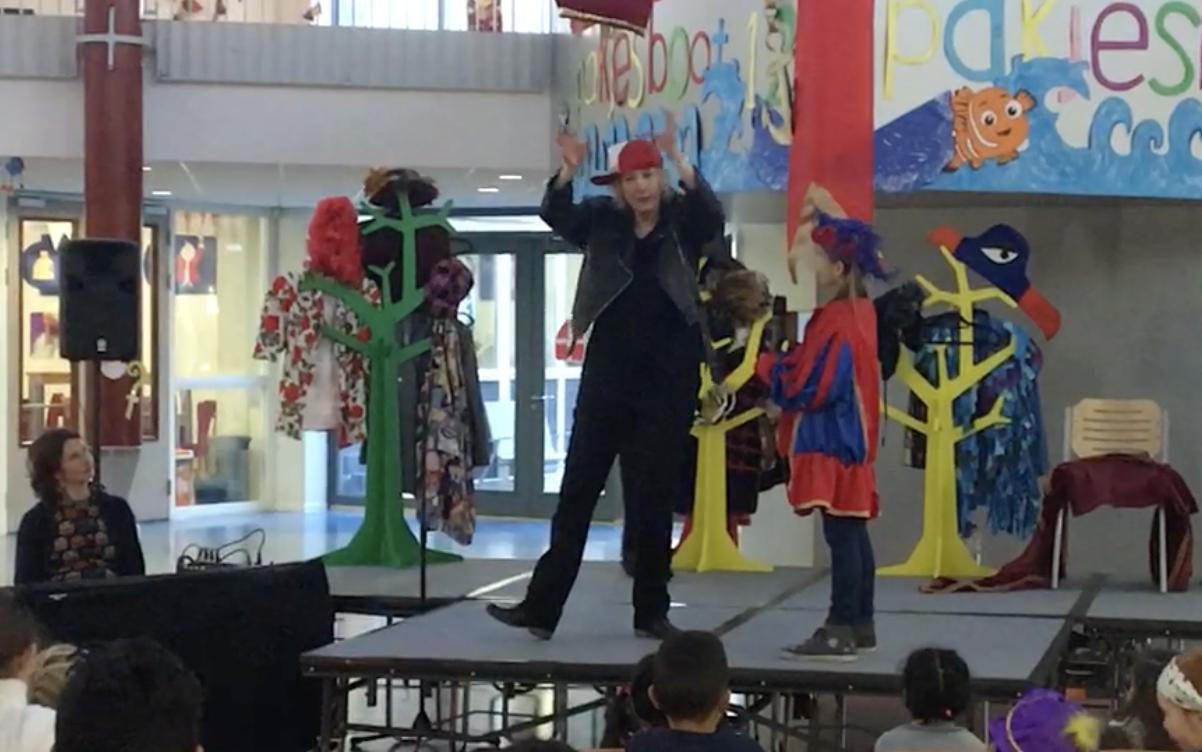 Sinterklaasvoorstelling met humor muziek en interactie van ZieZus7